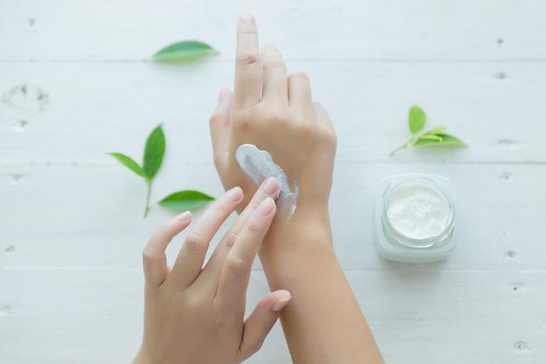 clean hands apply moisturizer
